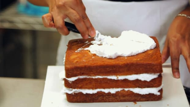 ZR. How to Crumb Coat a Cake Promo Image