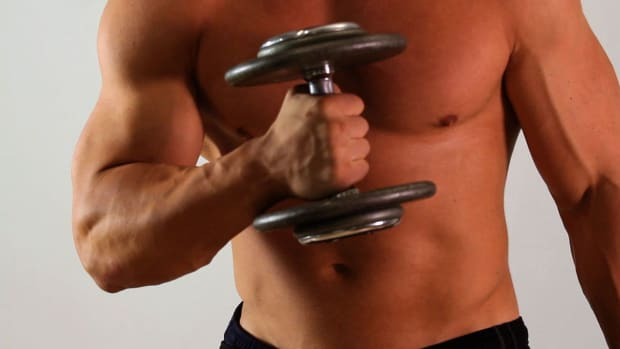 O. How to Do a Hammer Curl for an Arm Workout Promo Image