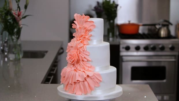 Lesson 10: Pricing & Selling Ruffled Cakes Promo Image