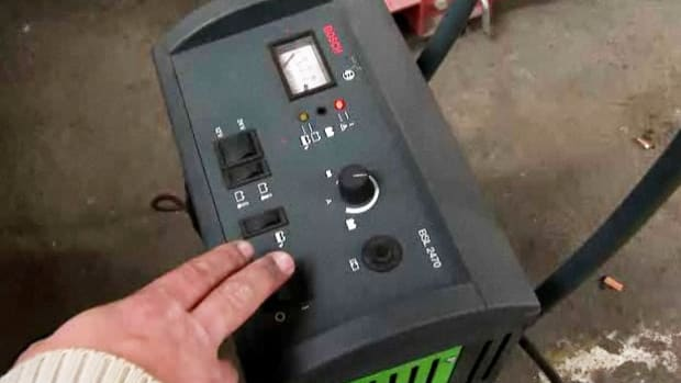 Y. How to Use a Portable Car Battery Charger Promo Image