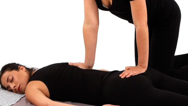 K. How to Give a Shiatsu Back Massage Promo Image