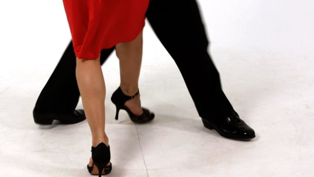 ZF. How to Lead a Sacada for Followers during Argentine Tango Promo Image