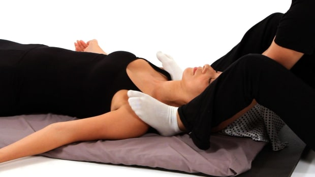 Q. How to Use Your Feet in a Shiatsu Shoulder Massage Promo Image