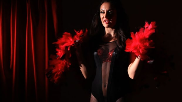 S. How to Work a Boa in Your Burlesque Dance Promo Image