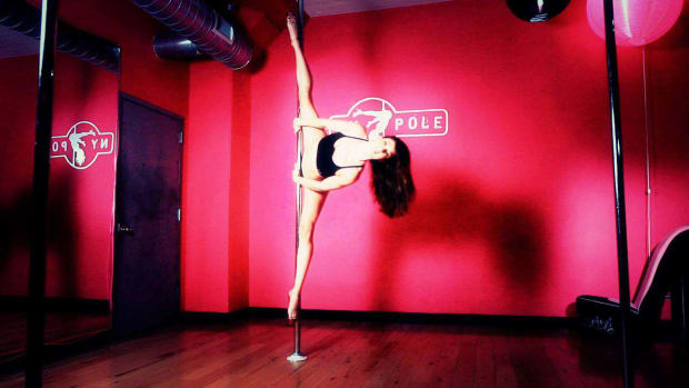 ZH. How to Do an Advanced Side Split in Pole Dancing Promo Image