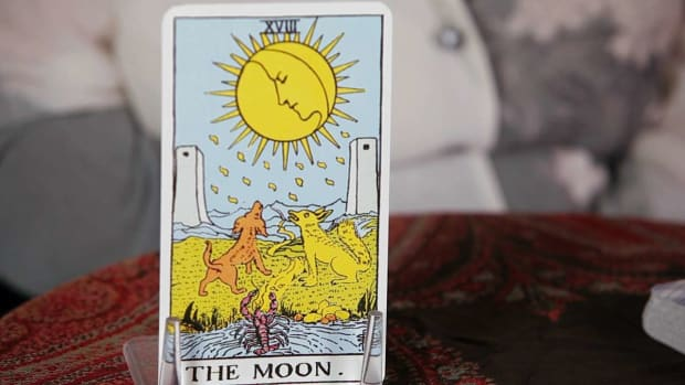 ZI. How to Read the Moon Tarot Card Promo Image
