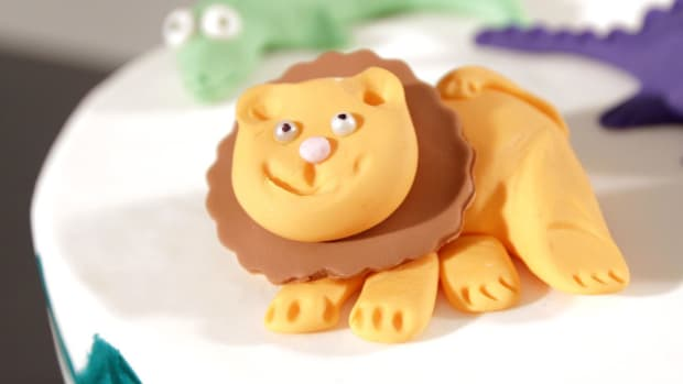 E. How to Make a Fondant Lion for a Jungle Theme Cake Promo Image