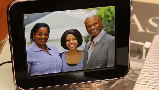 ZZZ. How to Share & Enjoy Endless Pictures w/ KODAK Pulse Digital Frame Promo Image
