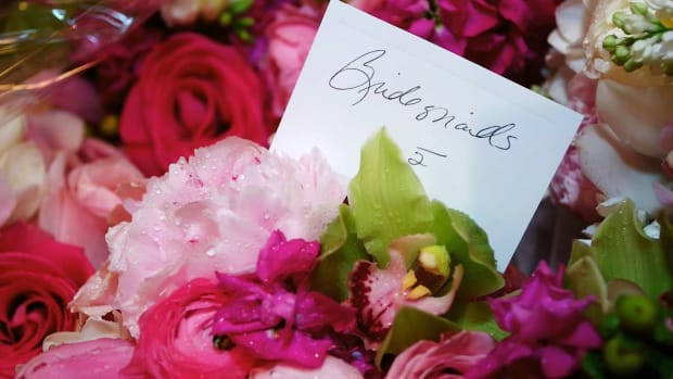 ZN. 4 Tips for Picking a Bridesmaid Bouquet Promo Image