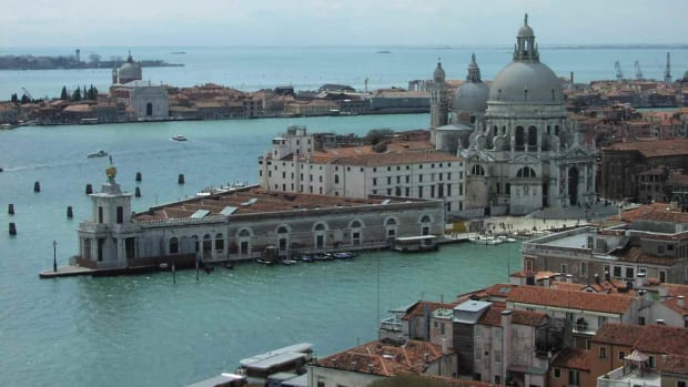 B. Top 5 Places to Visit in Venice Promo Image