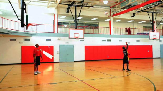 ZZJ. How to Do a Backwards 3-Pointer Basketball Trick Promo Image