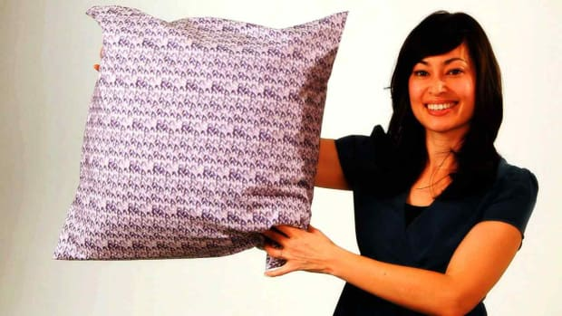 ZE. How to Stuff & Finish a No-Sew Pillow Promo Image