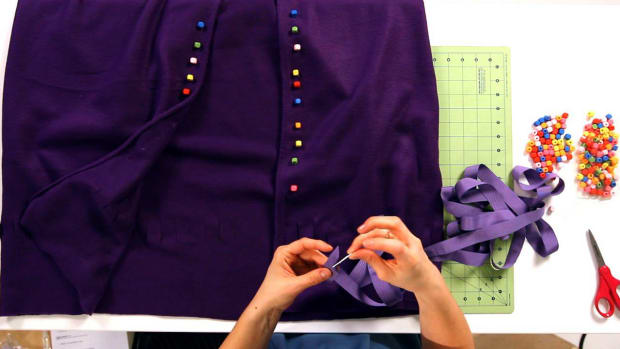 T. How to Finish a No-Sew Fleece & Ribbon Cape Promo Image