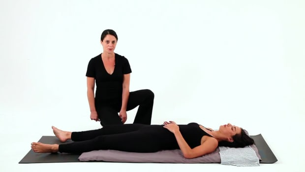 U. How to Give a Shiatsu Hip Massage Promo Image