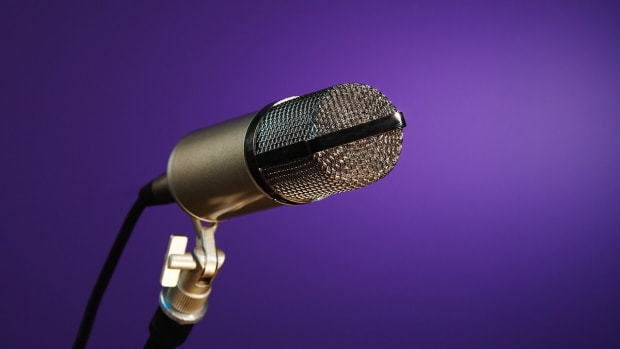 ZB. 4 Tips on Singing into a Microphone Promo Image