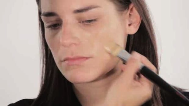 S. How to Use a Foundation Brush Promo Image