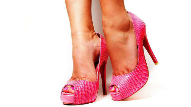 ZQ. What Are the Best Shoes to Wear to Dance Bachata? Promo Image