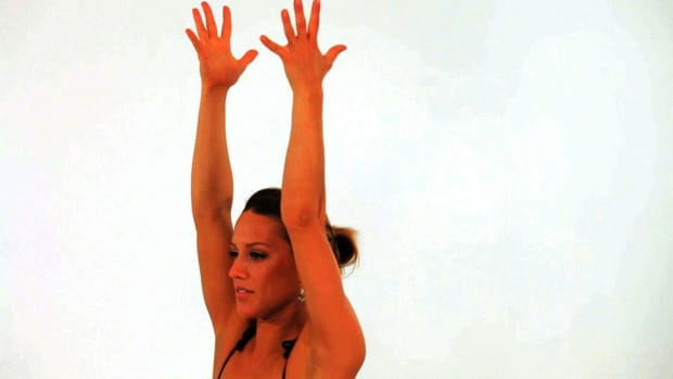 ZF. How to Do a Yoga Lunge Promo Image