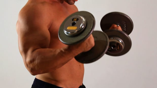 L. How to Do a Dumbbell Biceps Curl for an Arm Workout Promo Image