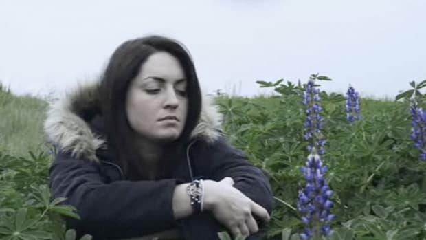 R. How to Recognize Schizophrenia Symptoms Promo Image