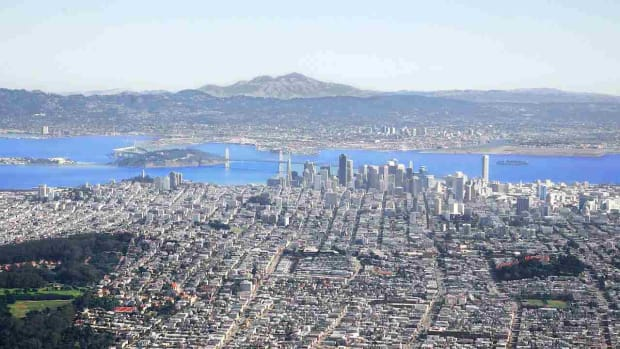 A. Top 7 Neighborhoods to Visit in San Francisco Promo Image