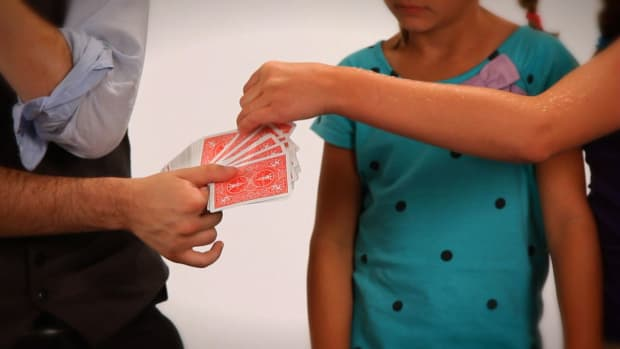 B. How to Do the 2 Detectives Card Magic Trick Promo Image