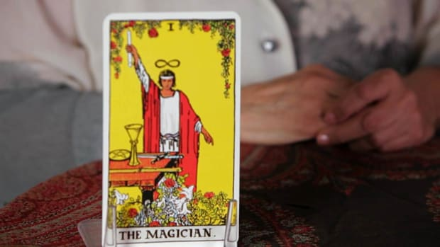 R. How to Read the Magician Tarot Card Promo Image