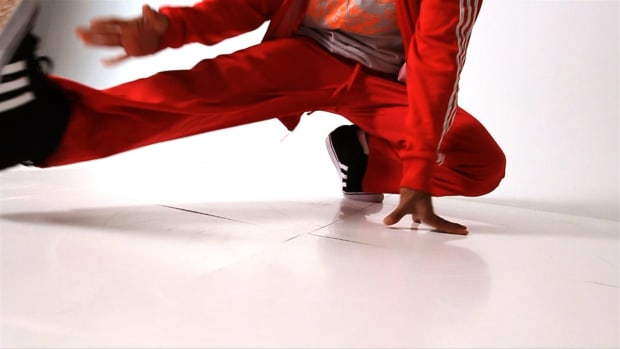R. How to Do Reverse Helicopter (Coffee Grinder) in Break Dance Promo Image