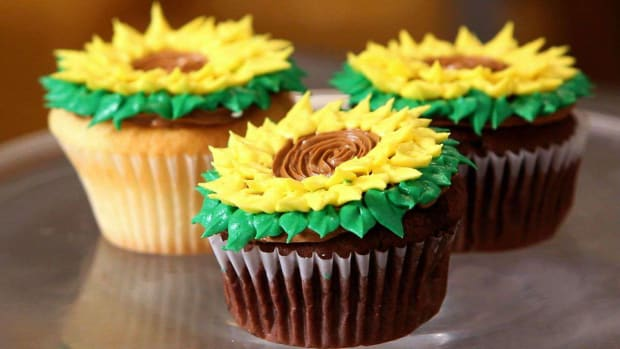 O. How to Decorate Cupcakes for Mother's Day Promo Image