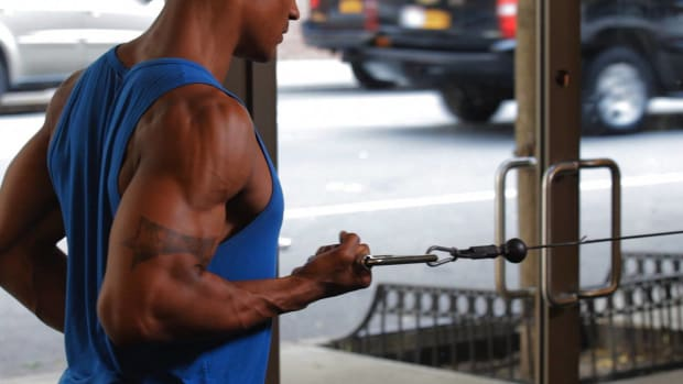 ZC. How to Do a Standing One-Arm Row for a Back Workout Promo Image