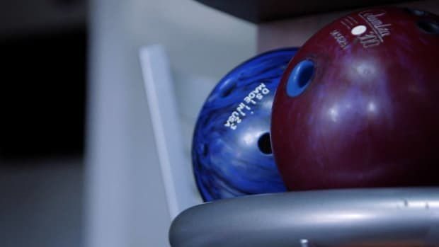 O. How to Follow Bowling Etiquette Promo Image