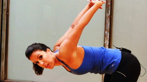 ZI. How to Stretch Your Muscles for Female Arm Workout Promo Image