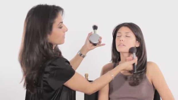 ZA. How to Apply Face Powder Promo Image