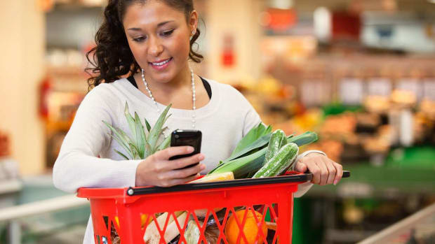 W. How to Use Mobile Coupons & Savings Apps Promo Image