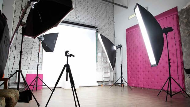 R. How to Find Studio Photography Jobs Promo Image