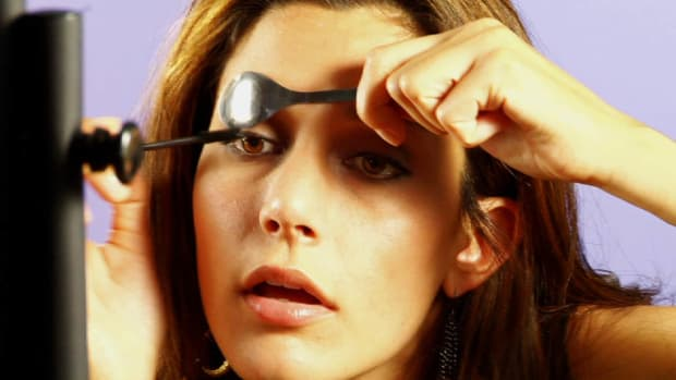 R. Quick Tips: How to Apply Mascara with Less Mess Promo Image