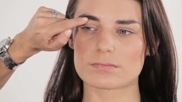 Q. How to Shape Your Eyebrows Promo Image