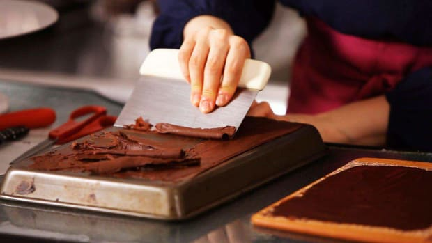 T. How to Make Chocolate Curls for Cake Decorating Promo Image