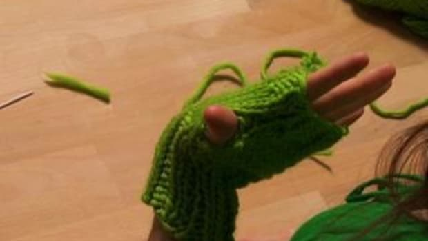 L. How to Knit Fingerless Gloves Promo Image
