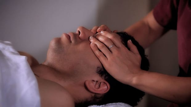 ZA. How to Stroke the Eye Sockets during a Head Massage Promo Image