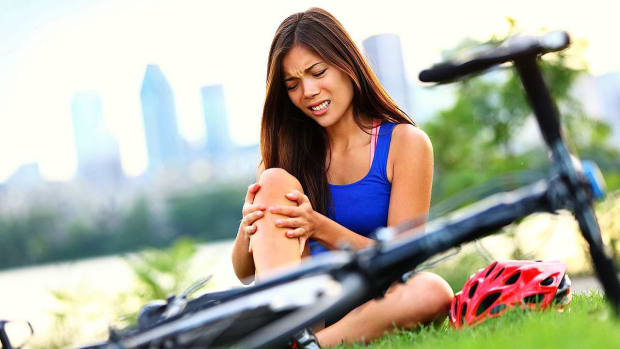 ZD. Knee Injuries Caused by Overuse and the Warning Signs You Have One Promo Image