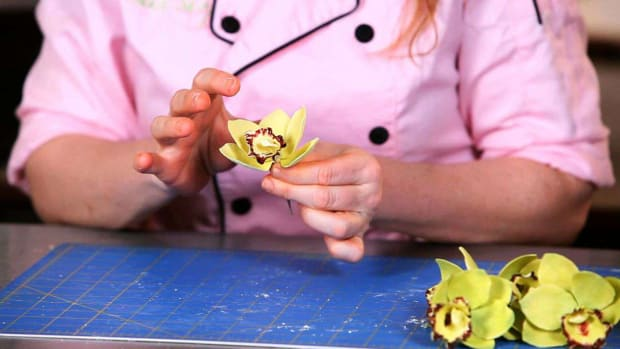 ZO. How to Attach Orchid Sugar Paste Flower Petals Promo Image