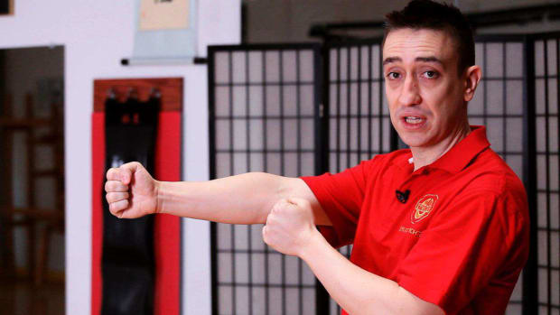 L. How to Do a Lin Wan Kuen aka Chain Punch in Wing Chun Promo Image