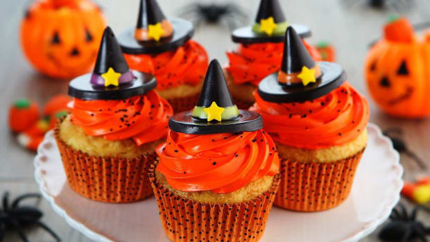 A. How to Make Halloween Cupcakes Promo Image