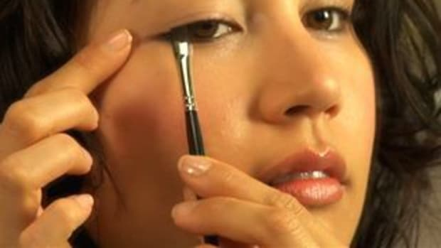 ZL. How to Apply Liquid Eyeliner Promo Image