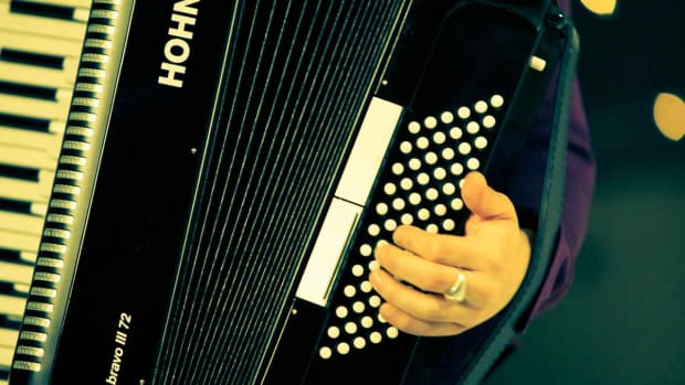 N. How to Play Accordion Bass Chords Promo Image