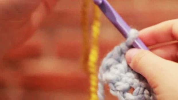 T. How to Join a New Ball of Yarn or Color in Crocheting Promo Image