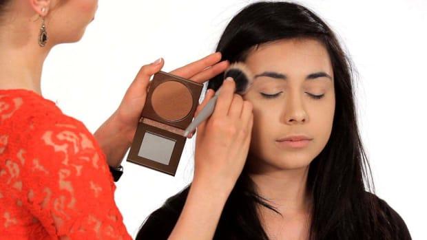 ZE. How to Use Bronzer Properly Promo Image