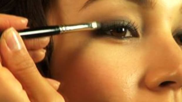 ZM. How to Create a Classic Smokey Eye Effect Promo Image