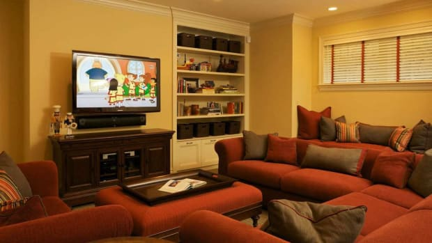 ZD. How to Arrange Furniture around a Fireplace & TV Promo Image